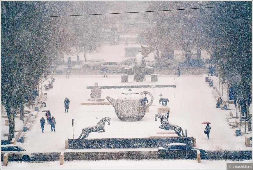 В Ереване снежно.