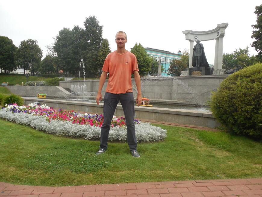 Памятник царю-освободителю Александру II и фонтан