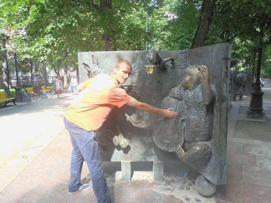 Патриарший пруд: скульптурная композиция персонажей басен Крылова - Квартет