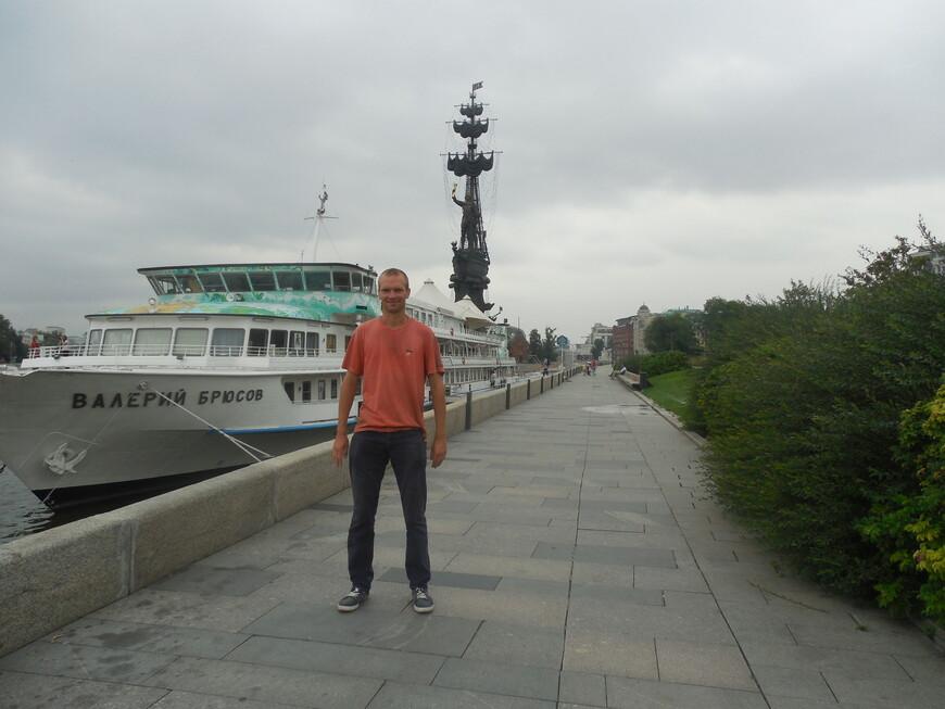 Памятник Петру I (памятник «В ознаменование 300-летия российского флота»), корабль «Валерий Брюсов» и Крымская набережная