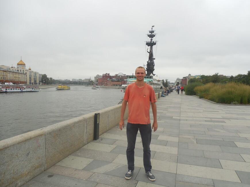 Памятник Петру I (памятник «В ознаменование 300-летия российского флота»), корабль «Валерий Брюсов», Крымская набережная и Москва-река