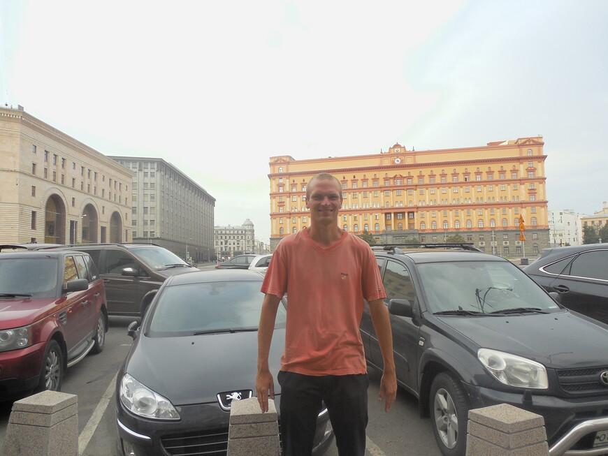 Лубянская площадь: здание ФСБ и центральный детский магазин