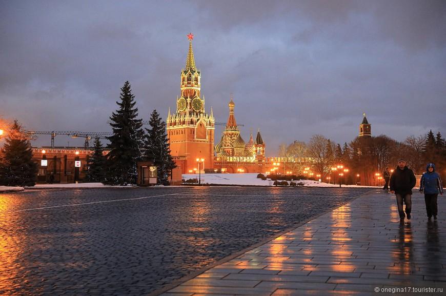 Оглянулась я на прощание и поняла, что вернусь в Кремль еще раз, как только занесет меня в Москву чуть дольше, чем на один день. Столько еще недосмотренного осталось!