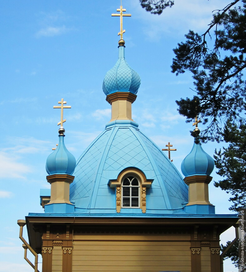 Главки Гефсиманского скита. Удивительно, но у большинства церквей и скитов Валаама и Свирской обители (о ней расскажу позднее) главки голубые или бирюзовые.