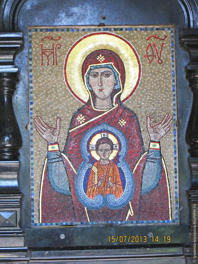Мозаичная икона Богоматери с Младенцем.
