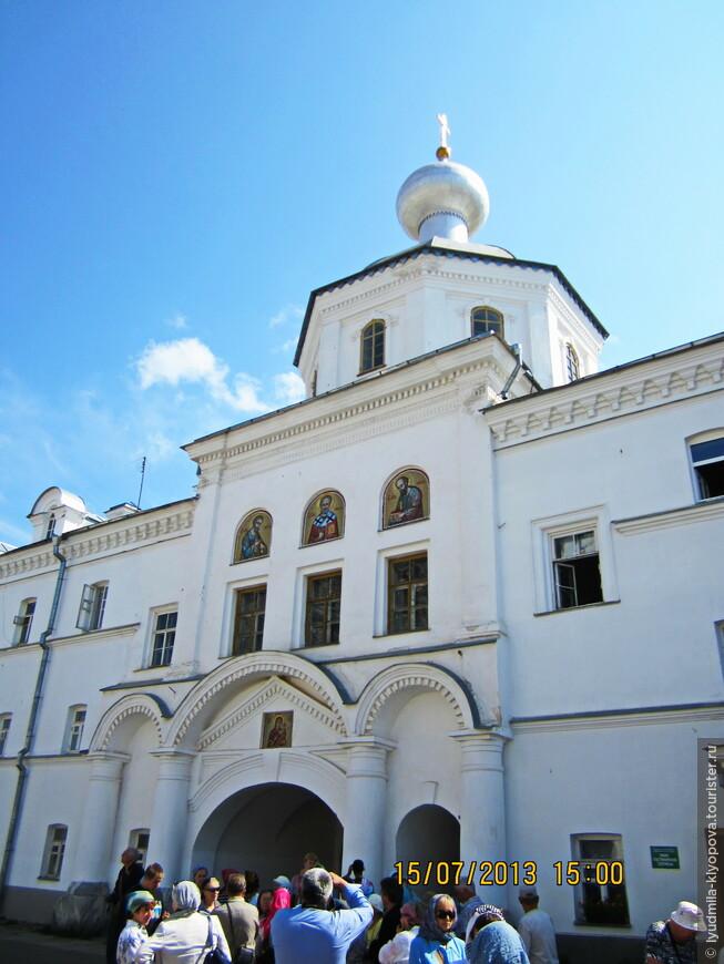 Северный фасад Петропавловской церкви
