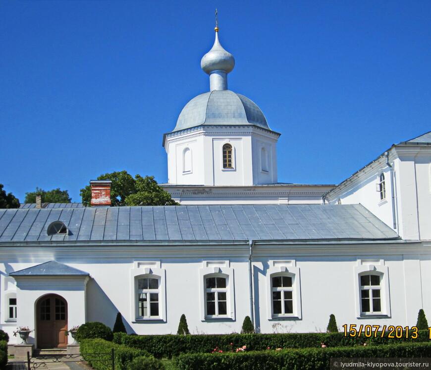 В Петропавловской церкви можно послушать очень красивое церковное пение – организованы небольшие концерты для туристов.