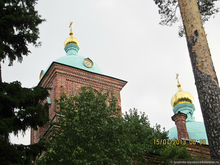 Воскресенский скит  предложил построить игумену Гавриилу паломник И.М.Сибиpяков и пожертвовал  10 тысяч рублей.