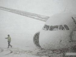 В Москве снегопады нарушили работу аэропортов