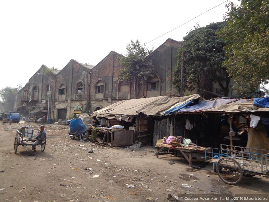 Многие улицы напоминают сцены после Апокалипсиса! Как это улочка в центре Калькутты