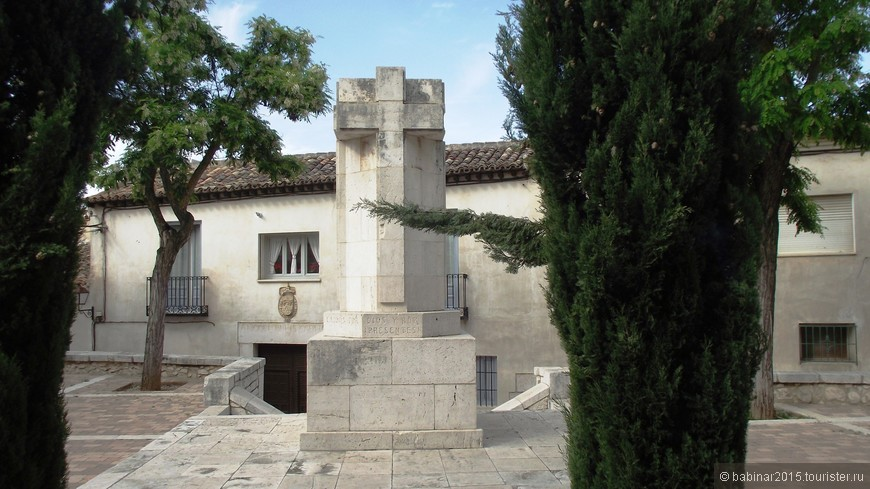 Площадь перед Convento de la Encarnación. Так замок, который до наших времен не дожил, и город переходили из рук в руки, пока в 1139 не были окончательно завоеваны императором Альфонсо VII, факт, который имел широкий резонанс в современных хрониках. Для развития этого региона в 1171 году следующий Альфонсо VIII предоставил широкие права местному населению (Fuero de Aurelia). Город в конце XII века имел свой собственный свод законов, весьма прогрессивных для того времени, который послужил моделью для многих городов Кастильи, таких как Толедо или Мадрид. Этот важный документ находится в Историческом Национальном Архиве в городе Симанкас.