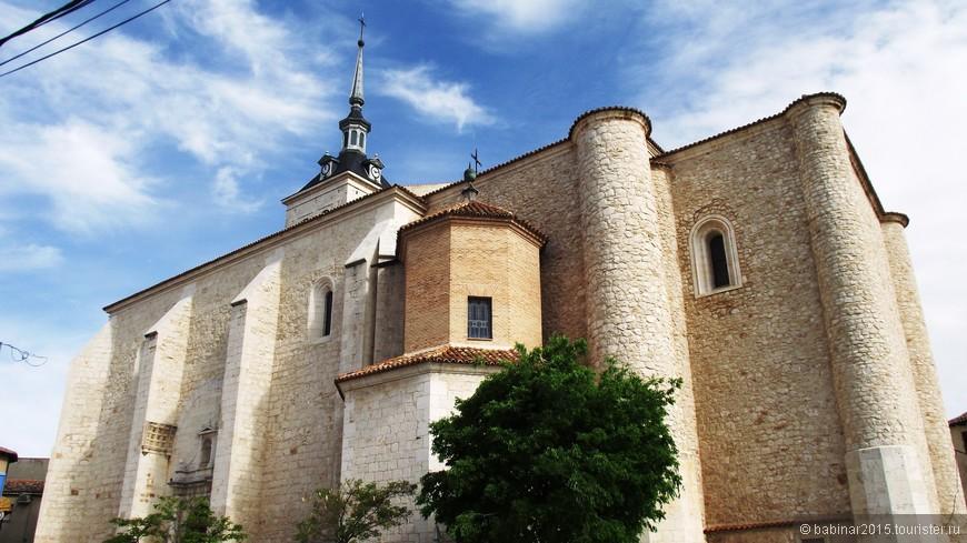 Iglesia de Santa María la Mayor. Церковь Санта-Марии, построенная Орденом Сантьяго, во второй трети XIII века, она была расширена в течение второй половины XVI века. В 2008 была реставрирована живопись. Кроме того, с 2009 года в церкви установлен уникальный орган, благодаря чему там проводятся концерты органной музыки.