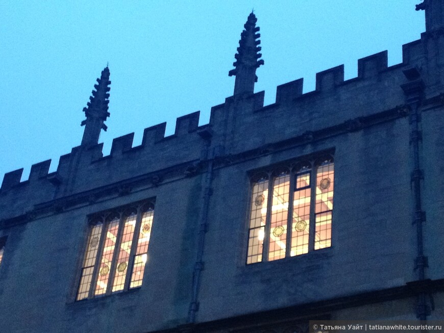Мечтающие шпили библиоткеи Бодлеан скрывают под своей крышей такие прекрасные потолки! Ceiling - потолок, в переводе означет - НЕБЕСА!