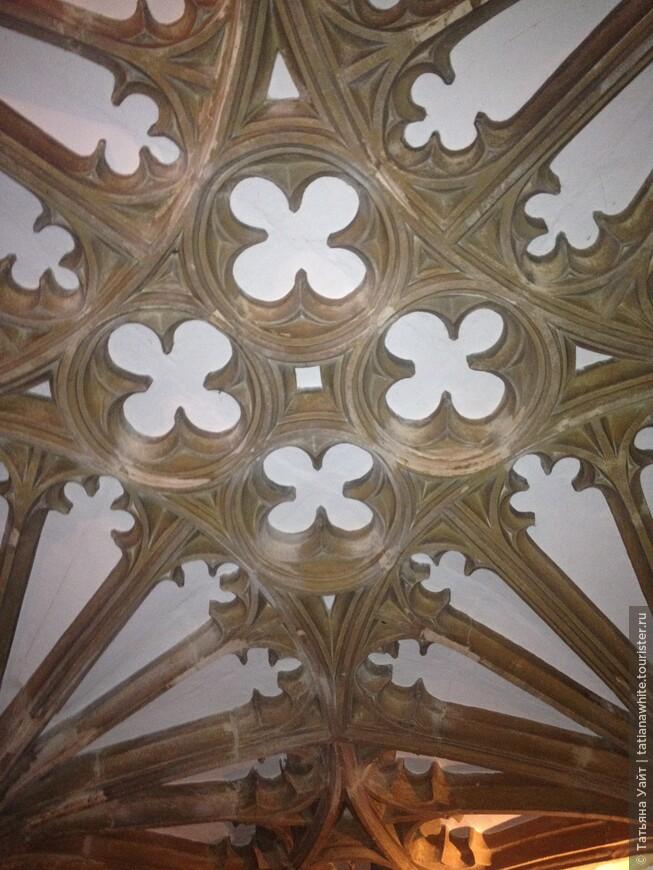 Какие формы! Какая геометрия! Какой баланс красоты и техники!! В этом для меня сказка Оксфорда!!