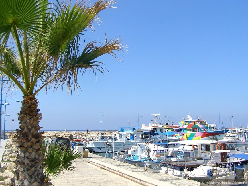 Пляж Пантаху самый доступный пляж города Айя-Напы. Встречается еще другое название пляжа  — Лиманаки, так как в городе есть красивая уютная бухта, по гречески Лиманаки (бухта, порт).