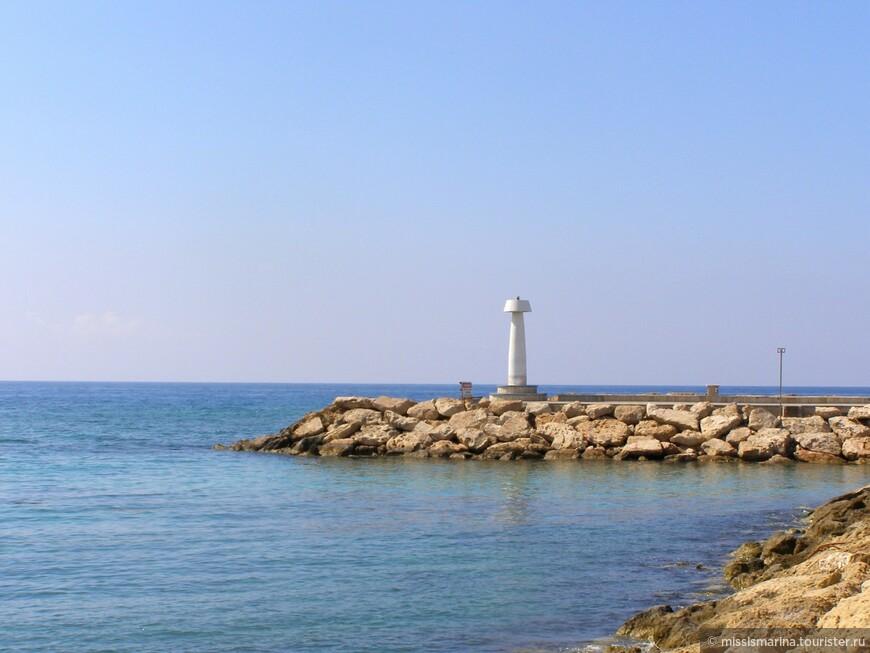Pantahou Beach — живописный и просторный с невероятно красивым морским пейзажем.