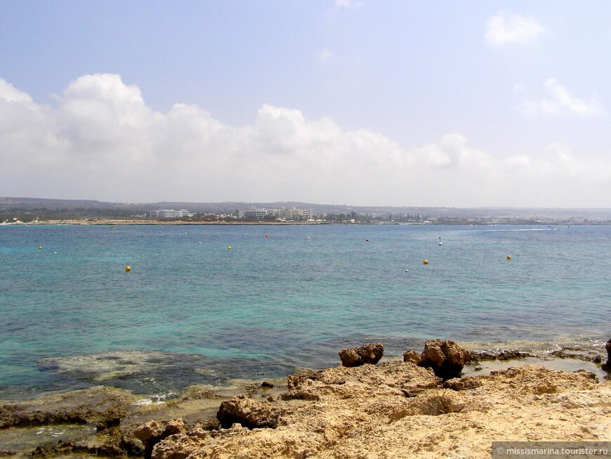 Протяжённость пляжа – около 500 метров.