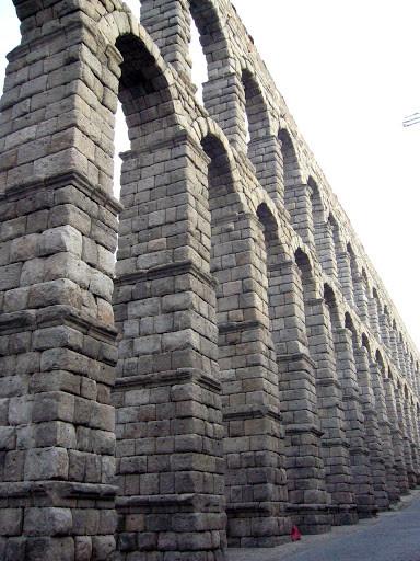 Римский акведук в Сеговии