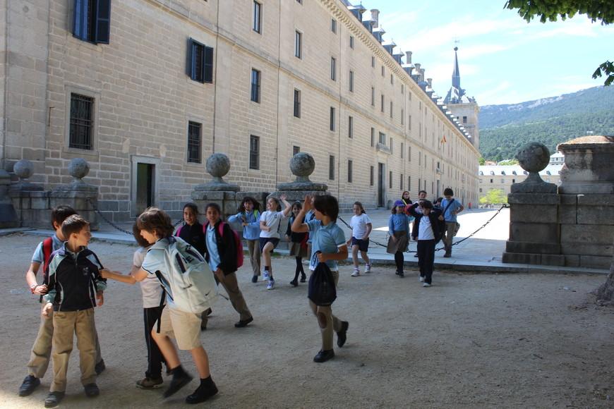 Школьная переменка у Эскориала