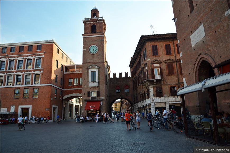 В самом историческом центре города. Вид на Часовую башню.