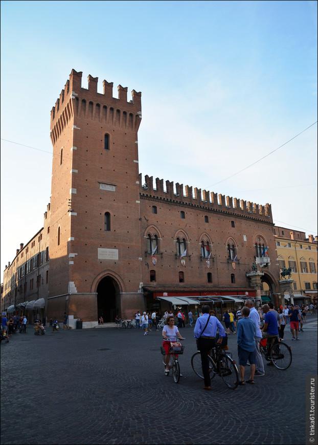 Как видим, велосипедистов здесь действительно очень много. Для Италии вообще это норма, но Феррара все равно выделяется их количеством на фоне других городов.