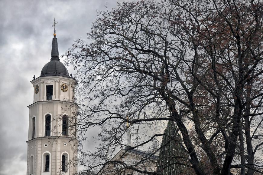 Остатки средневековых построек, церкви в стилях барокко и классицизма. Во время Второй мировой войны город был частично разрушен. Исторический центр внесён в список Всемирного наследия ЮНЕСКО.