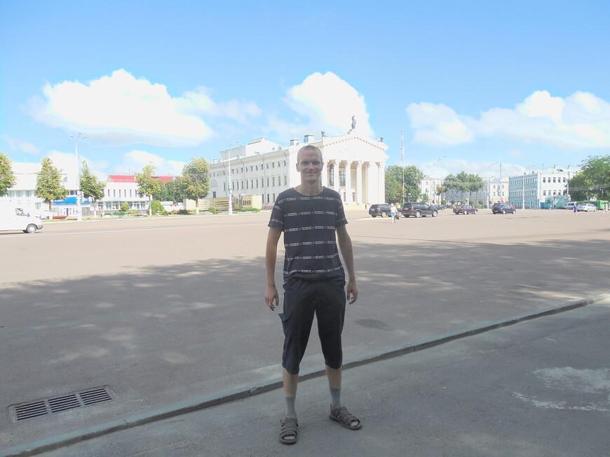 Площадь Ленина и областной драматический театр