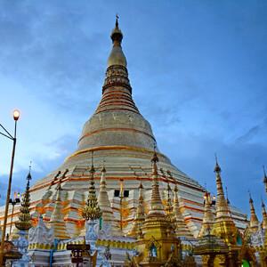 Сияет золотом Янгон