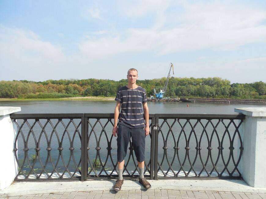 Набережная реки Сож и парк Гомельского дворцово-паркового ансамбля (Гомельский парк имени Луначарского) на противоположной стороне