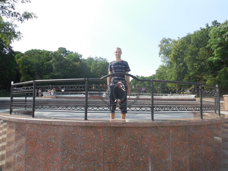 Парк Гомельского дворцово-паркового ансамбля (Гомельский парк имени Луначарского): между Лебяжим прудом и набережной реки Сож