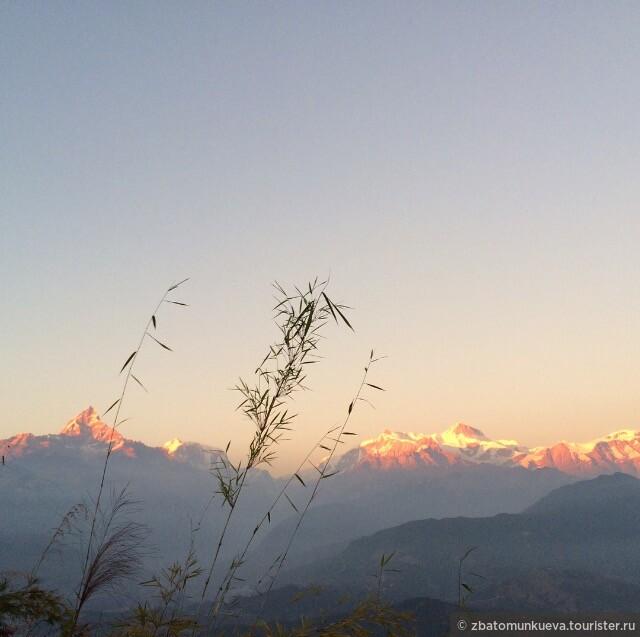 Горы Мачапучаре и Аннапурна 2. Вершины Гималайских гор во время заката. Те самые несколько минут до исчезновения солнца.