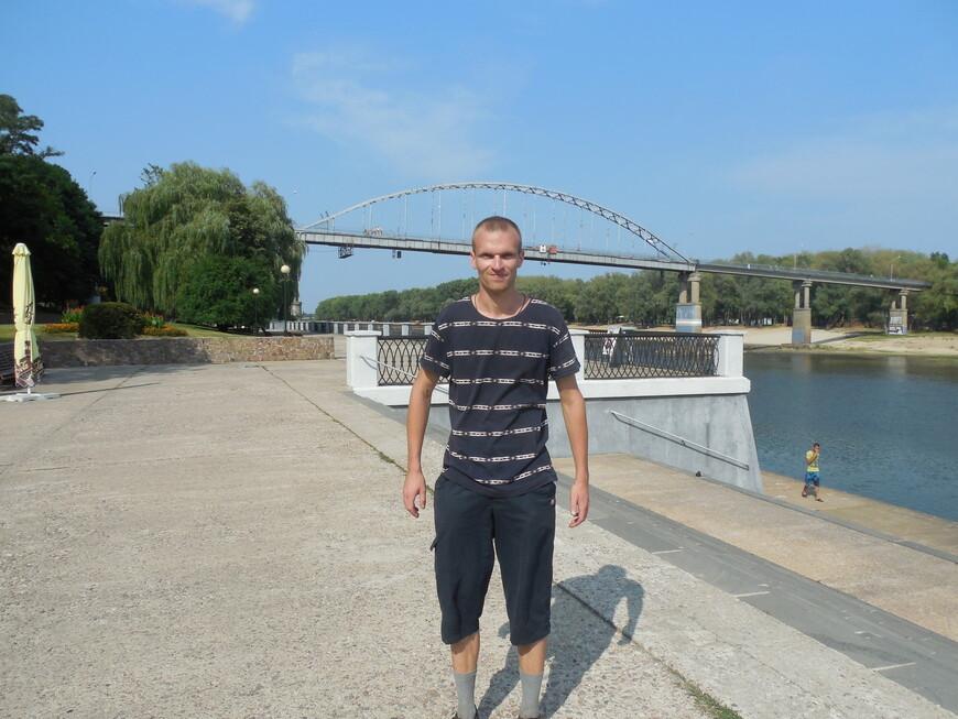 Набережная реки Сож, пешеходный мост через реку Сож и спуск к причалу «Киевский спуск»
