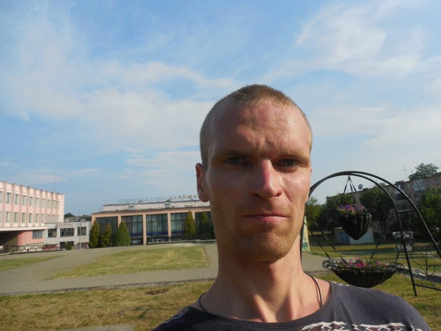 Сквер имени Янки Купалы и бассейн «Дельфин»