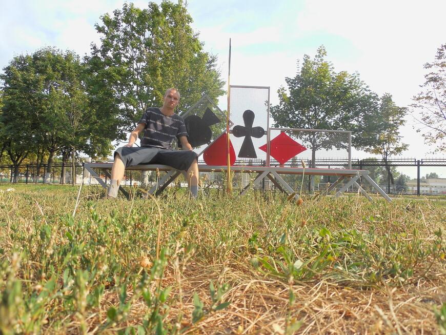 Фестивальный парк - скамейка «Картёжник»
