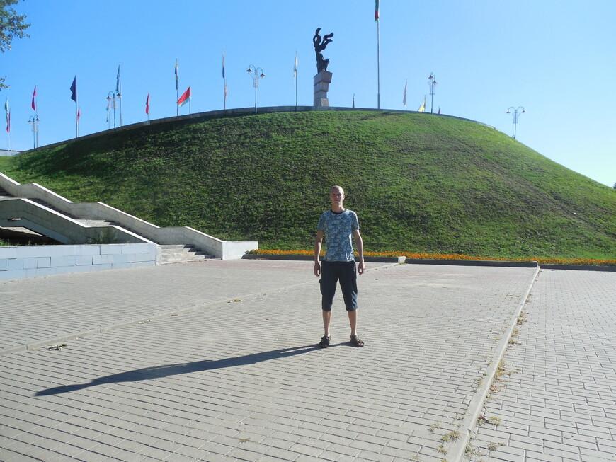 Площадь Славы (Советская площадь): мемориальный комплекс «Борцам за Советскую власть» на горе