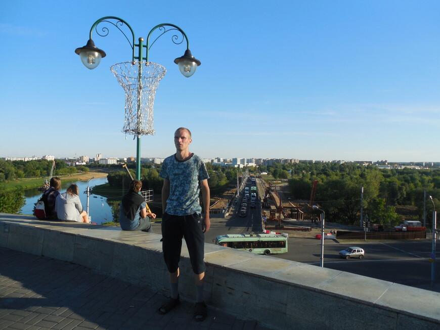 Площадь Славы (Советская площадь) - вид на Пушкинский мост, Днепр и на спальные районы (Заднепровье)