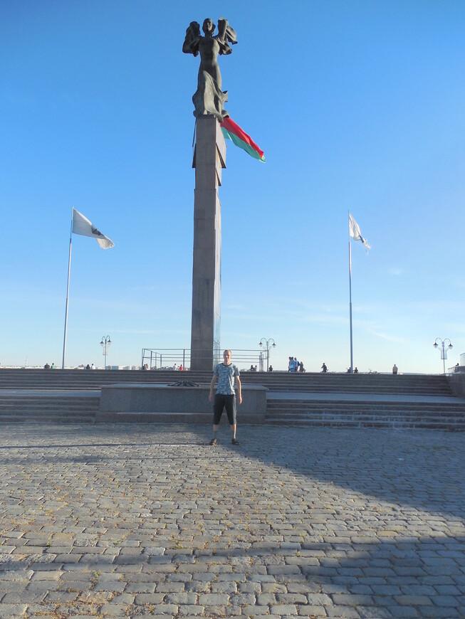 Площадь Славы (Советская площадь): мемориальный комплекс «Борцам за Советскую власть» и вечный огонь