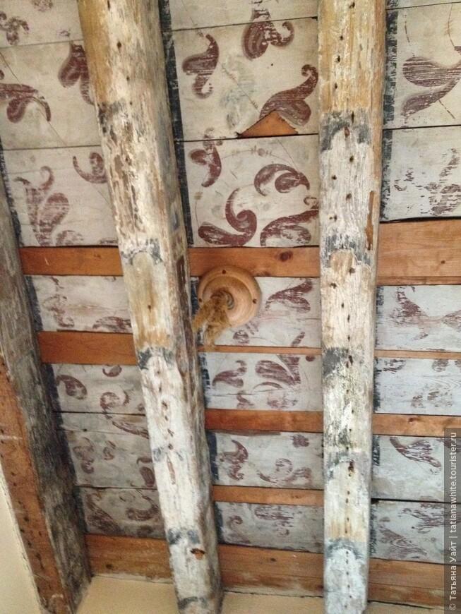 Смею полагать, что потолок росписи ещё 16 века.