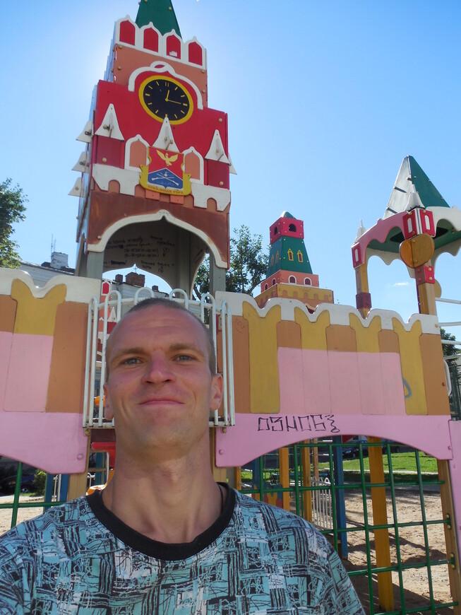 Московский дворик: детская площадка в виде Московского кремля