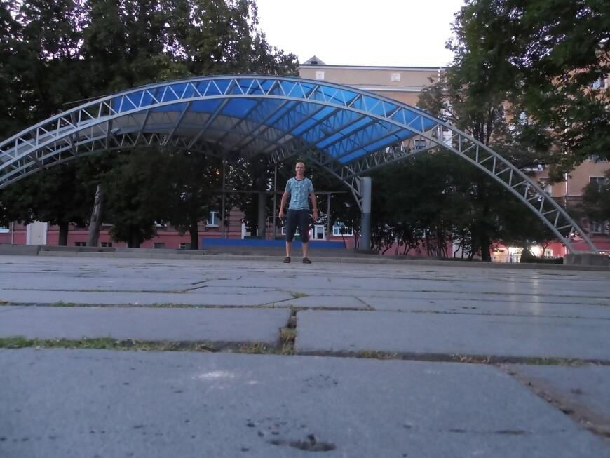Сквер 40-летия Победы: летняя сцена