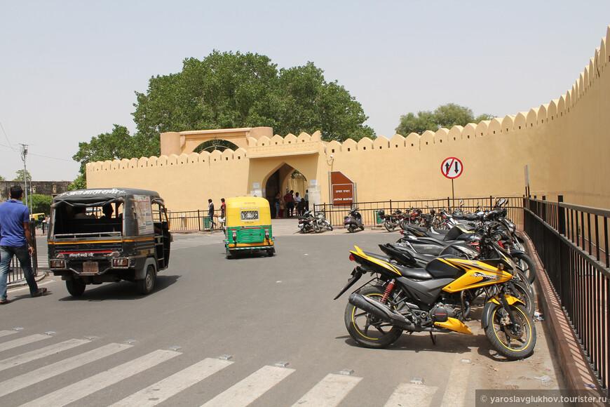 Вот такую уникальную обсерваторию удалось посетить! Несомненно, Джантар-Мантар — одна из главных достопримечательностей Джайпура.