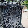 Кованая решетка ворот в Парке Гуэль. Архитектор Антонио Гауди
