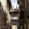 Мостик между Дворцом Правительства Каталонии и Домом канонников