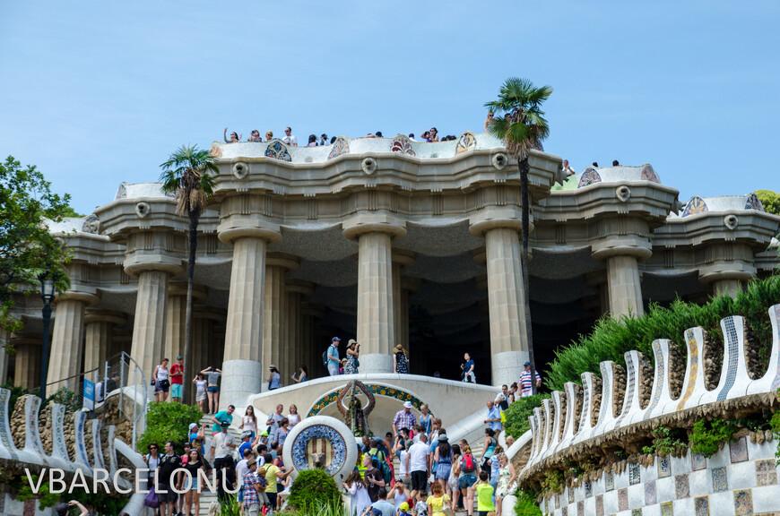 """""""Зал ста колонн"""", место где по замыслу Гауди должен был быть выездной рынок"""