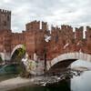 Один из самых известных мостов мира- мост Скалигеров  при  Кастельвеккьо, Верона, Италия.