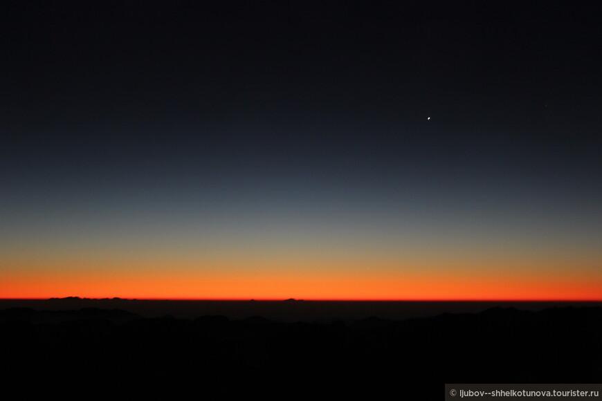 Восхождение на вершину Синая – пик пророка Моисея следует начинать глубокой ночью, когда все вокруг спит. Главной целью каждого паломника является встреча рассвета на вершине горы.
