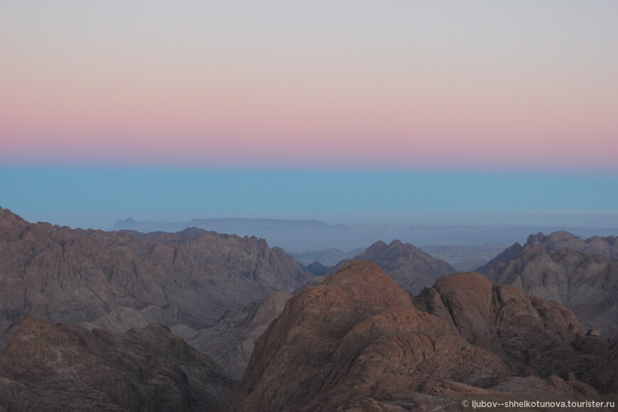 Гора Моисея имеет высоту 2285 м над уровнем моря, взойти на нее от монастыря можно за 2-3 часа.