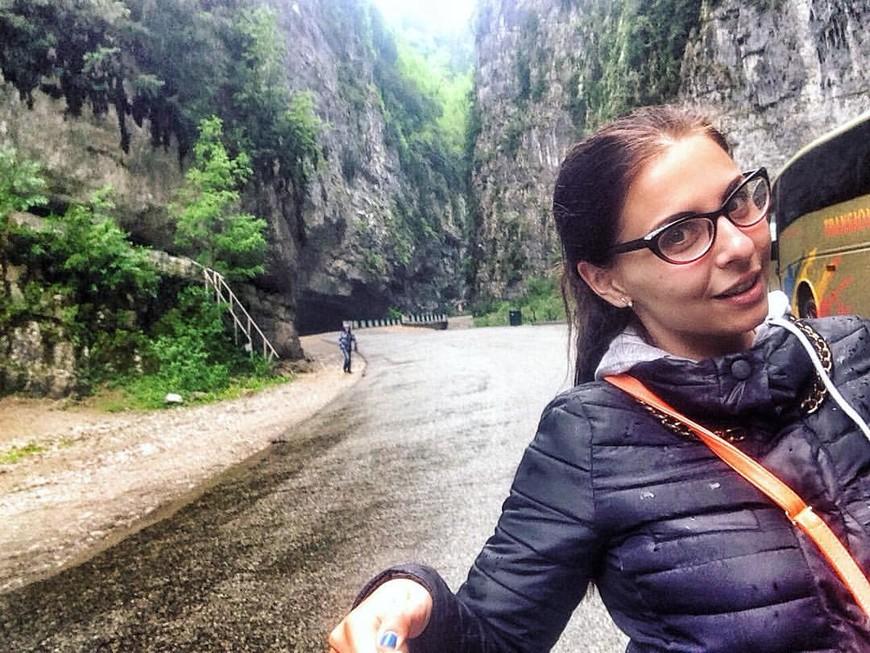 Абхазия. По пути на озеро Рица, горное ущелье.