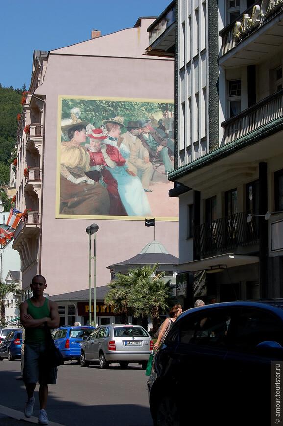 Рядом находится улица Тржиште с замковой башней и белоснежная Рыночная (Тржна) колоннада чем-то напоминающая ажурную шкатулку.