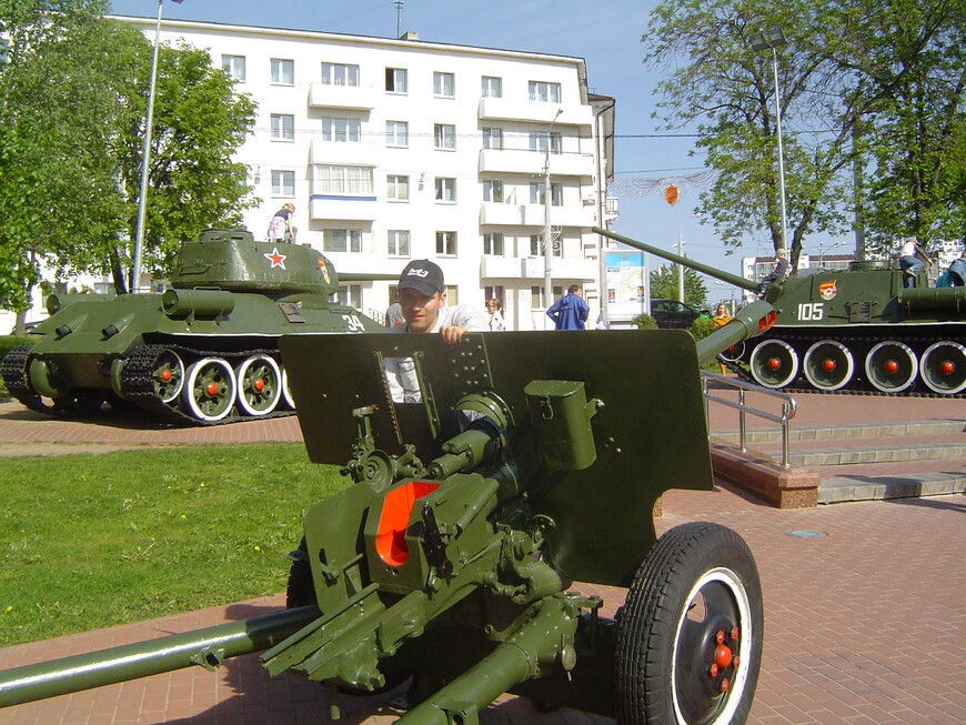 Парк Победителей: 76-мм дивизионная пушка образца 1942 года (ЗИС-3), танк Т-34-85 и танк САУ СУ-100